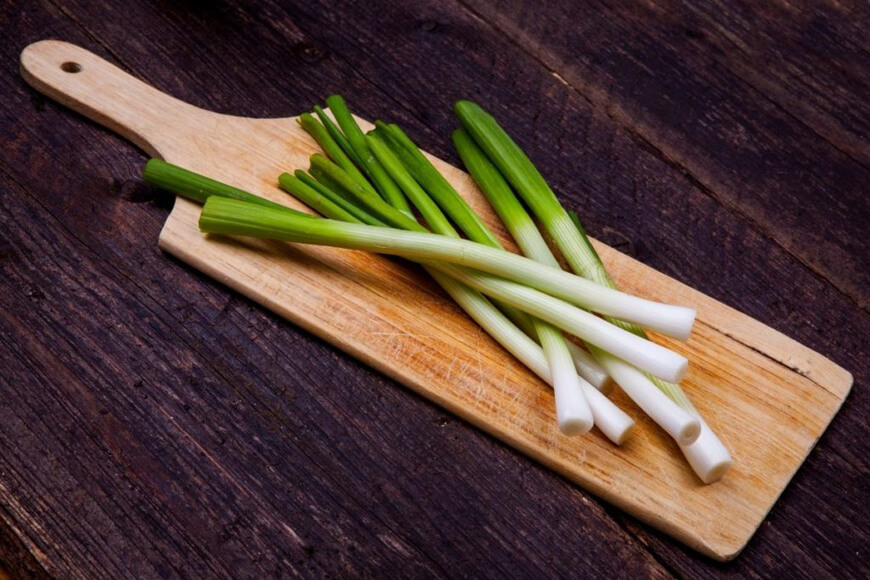 свежий зеленый лук